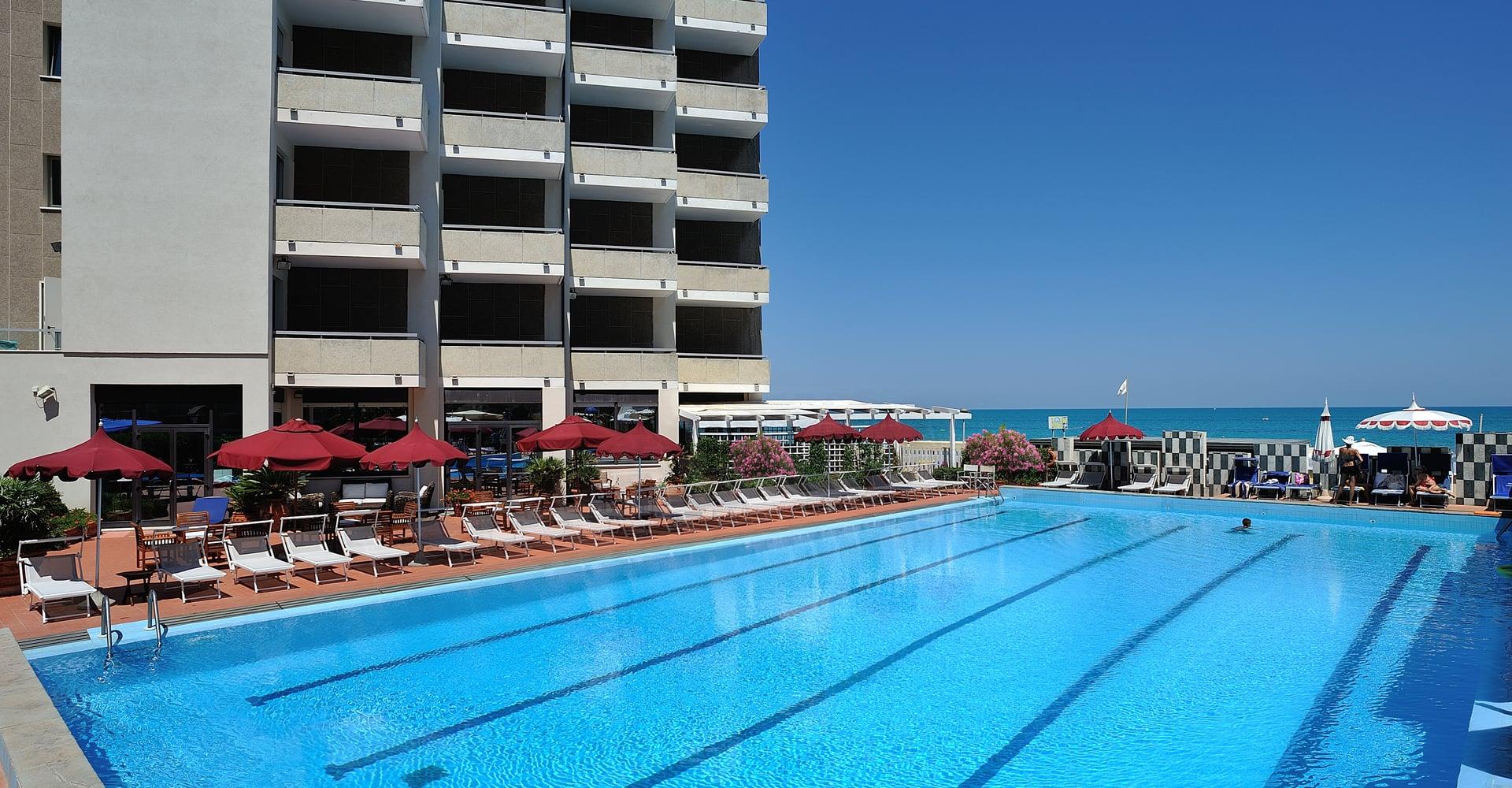 Hotel con piscina a pesaro imperial sport hotel for Piccoli piani di costruzione dell hotel
